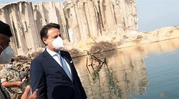 رئيس الوزراء الإيطالي جوزيبي كونتي في جولة على مرفأ بيروت (رويترز)
