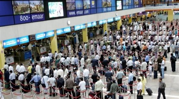 مسافرون في مطار دبي (أرشيف)