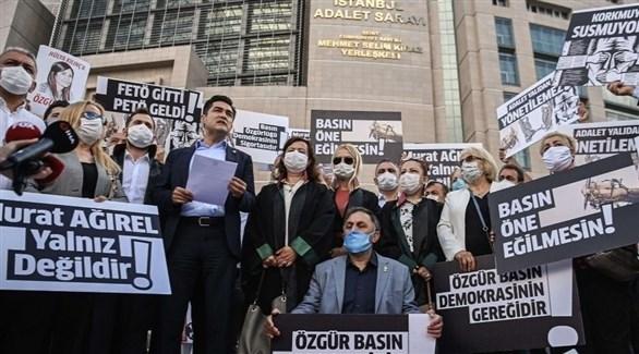 صحفيون أتراك أمام محكمة إسطنبول العليا (أحوال)