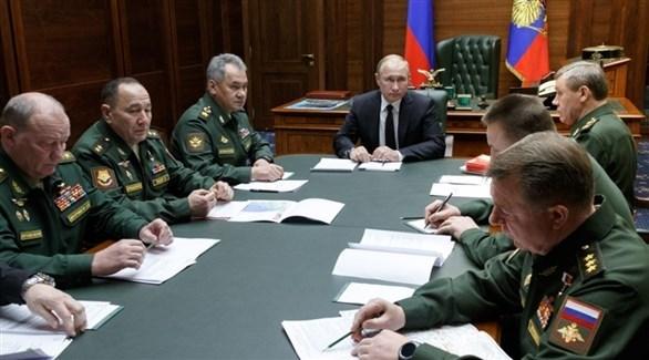 بوتين خلال اجتماع مع قادة في الجيش (أرشيف)
