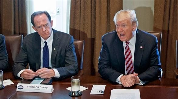 ترامب والسيناتور الجمهوري بات تومي (أرشيف)