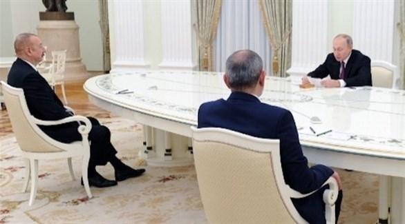 بوتين في اجتماع مع رئيس وزراء أرمينيا ورئيس أذربيجان (أ ف ب)