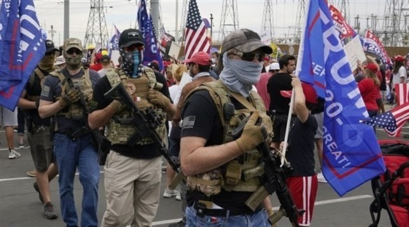 مسلحون في حملة مؤيدة للرئيس ترامب في واشنطن (أرشيف)