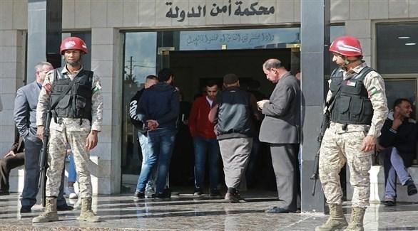 أردنيون أمام محكمة أمن الدولة في عمان (أرشيف)