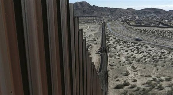 جانب من الجدار على الحدود بين المكسيك وأمريكا (أرشيف)