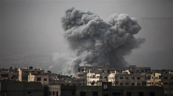 تصاعد الدخان بعد غارة سابقة في سوريا (أرشيف)
