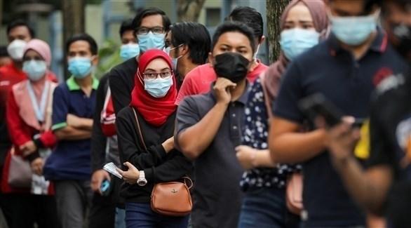أشخاص يرتدون الكمامات في ماليزيا (أرشيف)