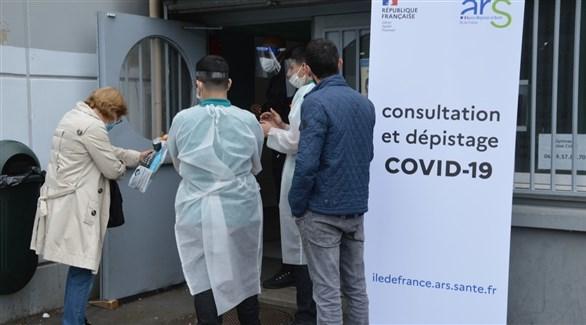 فرنسيون أمام مركز صحي لكشف كورونا (أرشيف)
