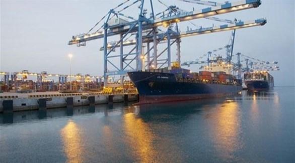سفينة تجارية في ميناء السويس بمصر (أرشيف)