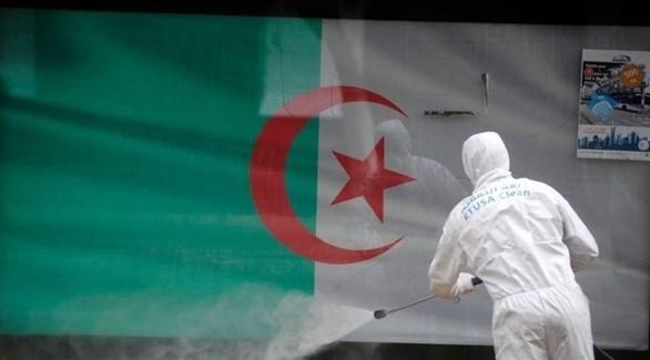 تعقيم المناطق العامة في الجزائر (أرشيف)