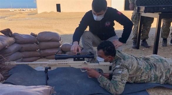 عسكري تركي يدريب عنصراً من قوات الوفاق (الساعة 24)