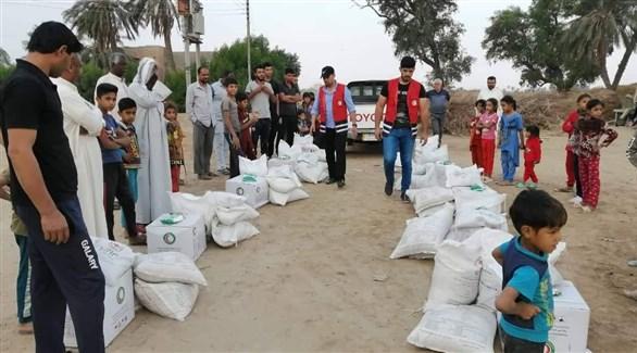 عراقيون في مركز لتوزيع المساعدات الغذائية (أرشيف)