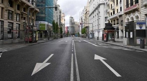 شارع خالي من المارة خلال حظر تجول سابق في إسبانيا (أرشيف)