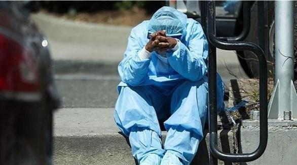 طبيب يحصل على استراحة بعد إجراء فحوصات كورونا لأردنيين (أرشيف)