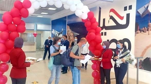 استقبال سائحين أجانب في احد المطارات المصرية (أرشيف)