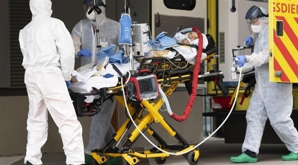 نقل مريض كورونا إلى المستشفى (أرشيف)