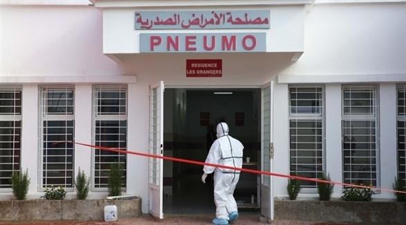 طبيب على باب مصلحة الأمراض الصدرية بالمغرب (أرشيف)