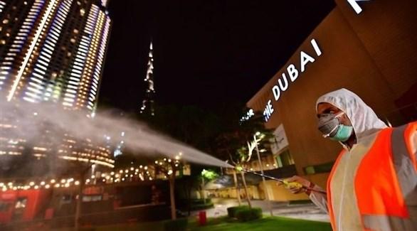 عمليات تعقيم لمكافحة كورونا في الإمارات (أرشيف / غيتي)