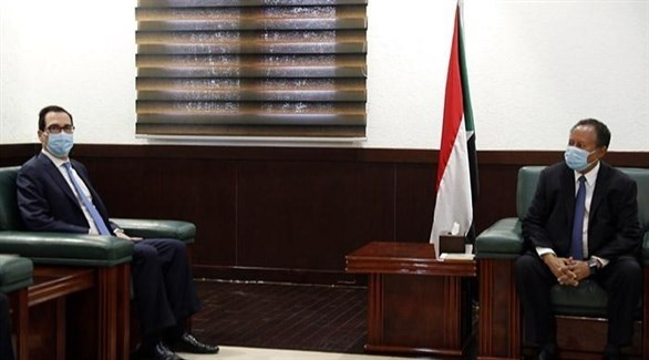 رئيس الوزراءالسودانيعبدالله حمدوك ووزير الخزانة الأمريكي إستيفن منوتشن (سونا)