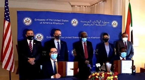 جانب من توقيع اتفاق السلام بين السوداني الإسرائيلي اليوم في الخرطوم  (فيس بوك)
