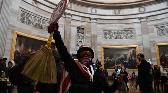 متظاهرون أمريكيون يقتحمون مقر الكونغرس (تويتر)