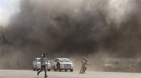 تصاعد الدخان في عدن بعد تفجير سابق (أرشيف)