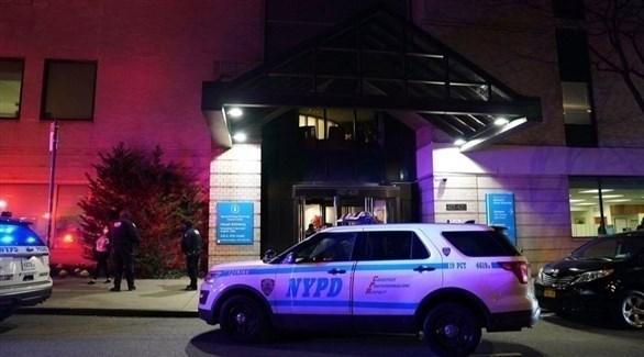 عناصر من الشرطة الأمريكية في محيط المستشفى (نيويورك بوست)