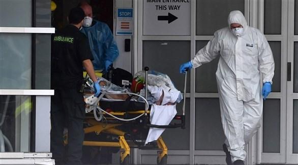 نقل مصاب بفيروس كورونا في بريطانيا (أ ف ب)