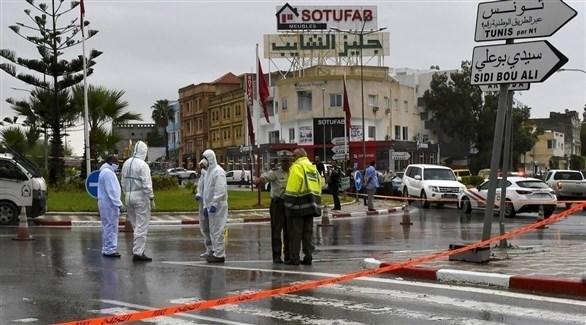 عناصر من الشرطة الجنائية والعلمية في موقع هجوم إرهابي سابق بسوسة في تونس (أرشيف)