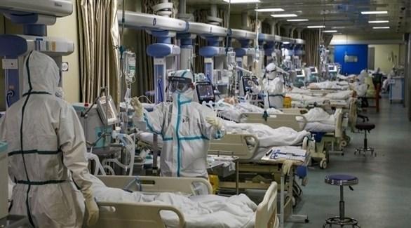 أطباء يعتنون بمرضى كورونا في إيطاليا (أرشيف)