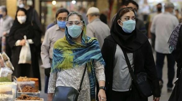إيرانيون يرتدون الكمامات في طهران (أرشيف)