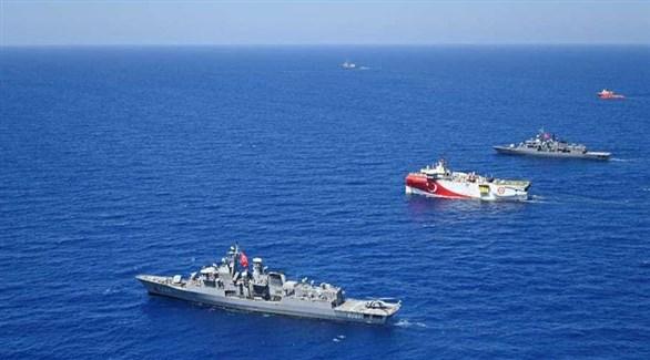 سفن حربية تركية تحرس سفينة أبحاث في مياه المتوسط (أرشيف)