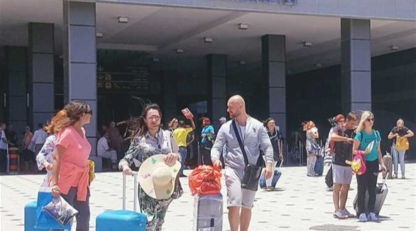 سياح روس أمام مطار شرم الشيخ المصري (أرشيف)
