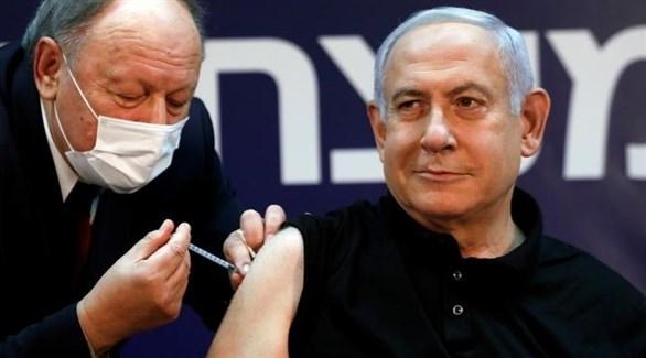 رئيس الوزراء الإسرائيلي بنيامين نتنياهو خلال تلقيه اللقاح (أرشيف)