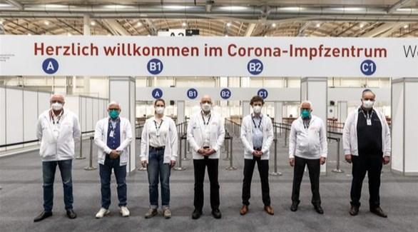 أطباء ألمان في مركز تطعيم ضد كورونا (أرشيف)
