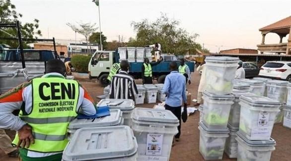 تجهيز صناديق الاقتراع في الجولة الأولى من الانتخابات الرئاسية بالنيجر (أرشيف9