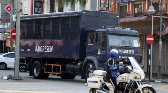 شاحنة ماليزية ترحل لاجئين إلى ميانمار (تويتر)