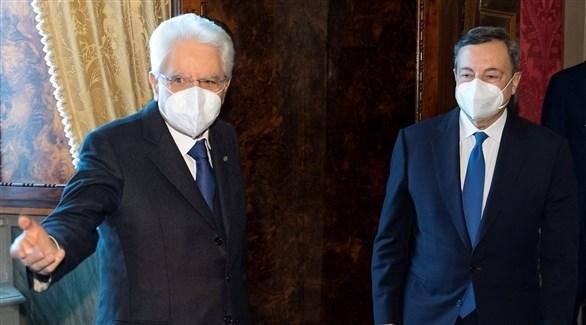 الرئيس الإيطالي سيرجيو ماتاريلا يساراً وماريو  دراغي يمين الصورة (أرشيف)