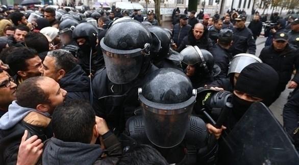 الشرطة التونسية تعتقل عدداً من المحتجين (أرشيف)