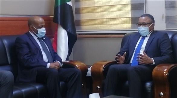 وزير الخارجية السوداني مجتمعاً مع وفد المحكمة الجنائية الدولية (الخارجية السودانية)