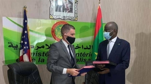 عملية توقيع الاتفاق بين موريتانيا والولايات المتحدة (السفارة الأمريكية / فيس بوك)