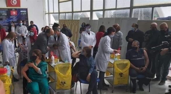جانب من حملة التطعيم ضد كورونا في تونس (تويتر)