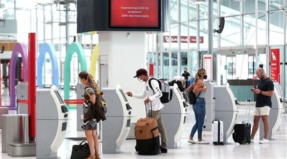 مسافرون داخل أحد المطارات (أرشيف / بلومبرغ)