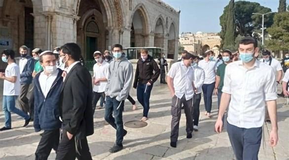 مستوطنون خلال اقتحامهم باحات المسجد الأقصى (تويتر)