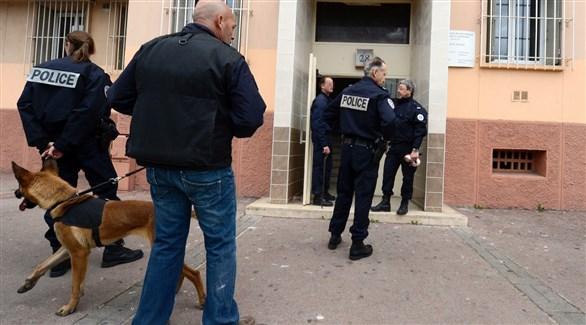 عناصر من الشرطة الفرنسية في مداهمة سابقة بمرسيليا (أرشيف)