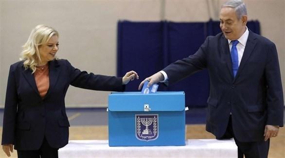 رئيس الوزراء الإسرائيلي بنيامين نتانياهو خلال الإدلاء بصوته (أرشيف)