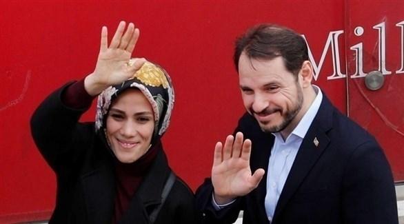 وزير المالية السابق وصهر الرئيس رجب طيب أردوغان بيرات البيرق وزوجته (أرشيف)
