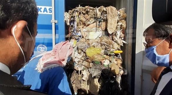 الكشف عن عنابر تحتوي على النفايات (أرشيف)