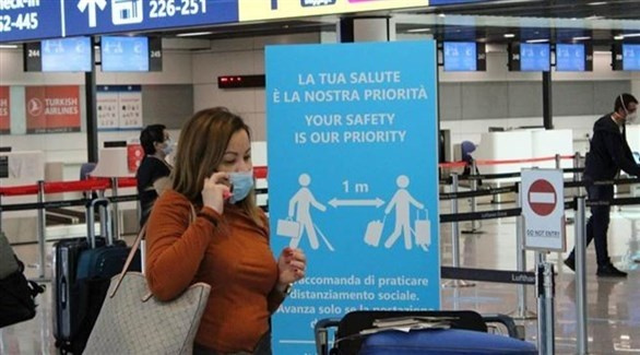 مسافرة داخل المطار (أرشيف)