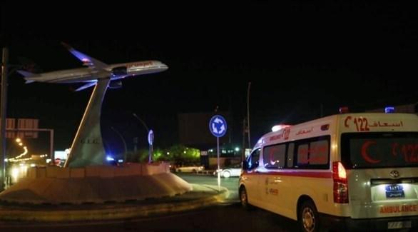 سيارة اسعاف بالقرب من مدخل مطار إربيل (غيتي)